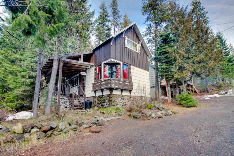 Cozy ski getaway with private hot tub, easy ski access & more! - Image 1 - Government Camp - rentals