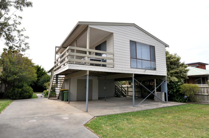 THE DOWSE HOUSE - Image 1 - Inverloch - rentals