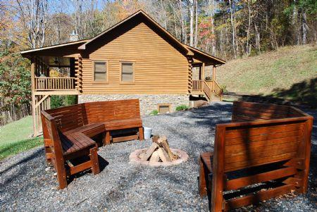 River Raves - River Raves, Private, riverfront, Pet Friendly Cabin, w/ FirePit,PoolTable,WIFI,Flatscreen TV - Lansing - rentals