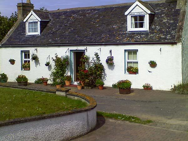 BLUEBELL COTTAGE, coastal stone cottage, enclosed garden, parking, in Portmahomack, Ref. 9066126 - Image 1 - Portmahomack - rentals