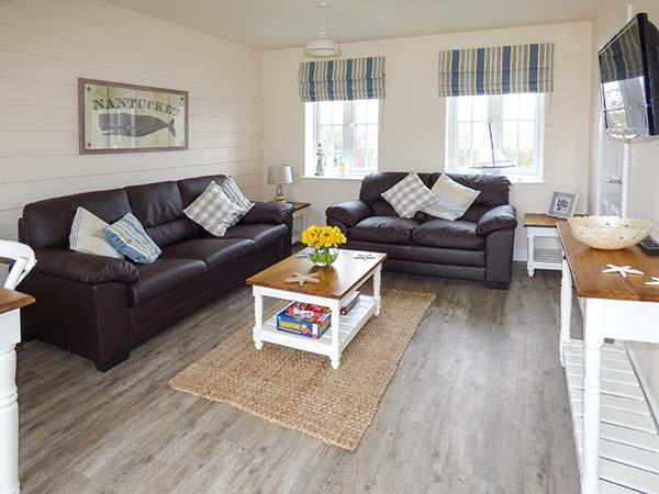 NANTUCKET COTTAGE on-site facilities, off road parking, pet-friendly cottage near Filey, Ref. 920001 - Image 1 - Filey - rentals