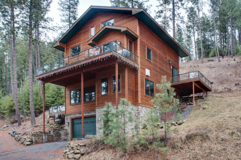 Mountain lodge near Lake Coeur d'Alene w/ spacious decks - Image 1 - Harrison - rentals