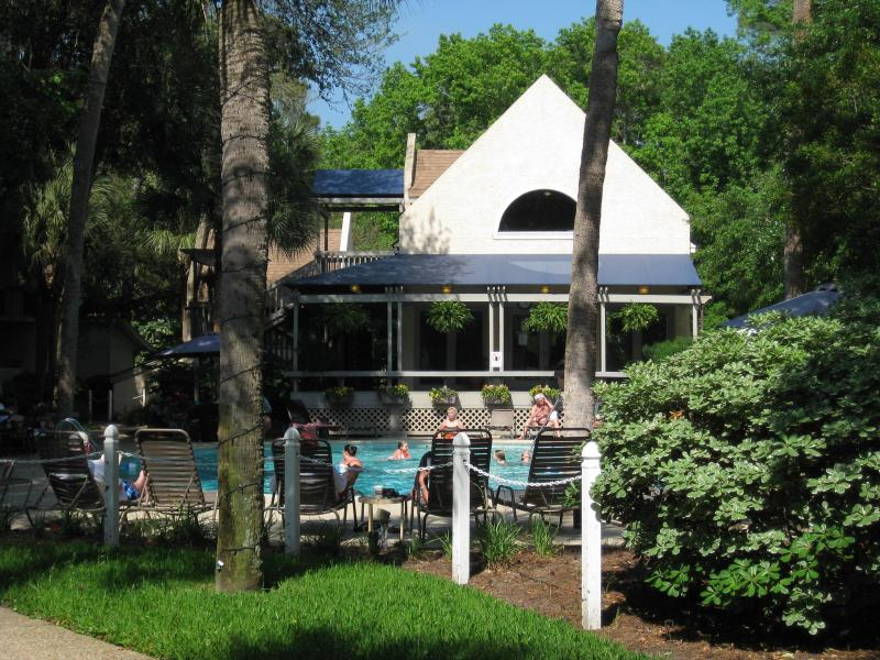 Hilton Head Is, Sea Crest,ocean side pool,Week 17 - Image 1 - Hilton Head - rentals