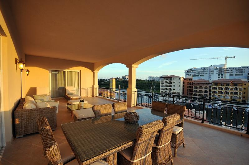 Huge Private Terrace, Ideal for Couples & Families, Walk to the Beach & Restaurants - Image 1 - Cupecoy - rentals