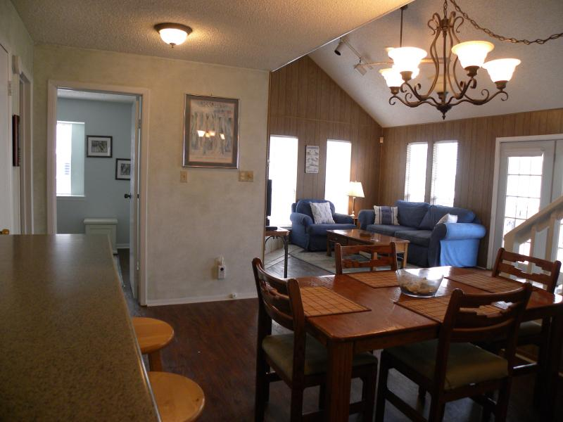 Comfortable open floor plan - Canal Retreat, Jamaica Beach, Pet Friendly - Galveston - rentals