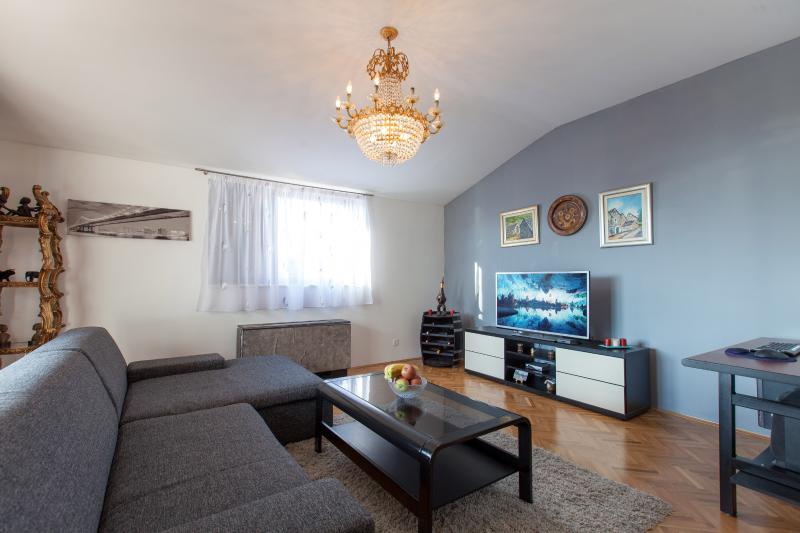 Wide Apartment with Large Terrace - Image 1 - Podstrana - rentals
