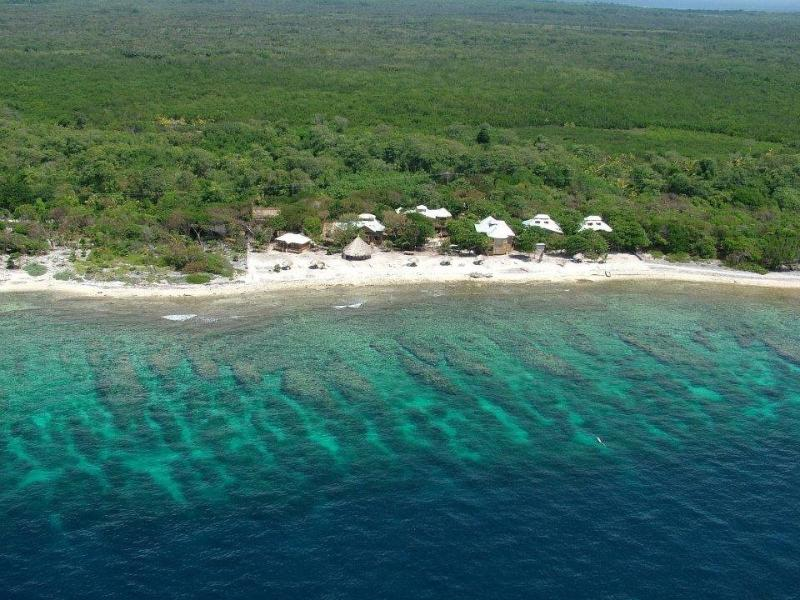 Aerial picture of resort and beautiful house reef - Beach Bungalows - Utila - rentals