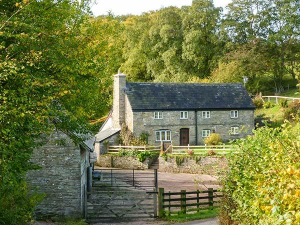 THE BIRCHES, woodburner, underfloor heating, character cottage near Hay-on-Wye, Ref. 8691 - Image 1 - Hay-on-Wye - rentals