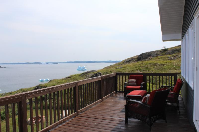 View Icebergs from the front deck! - The Ocean View Retreat - Twillingate - rentals
