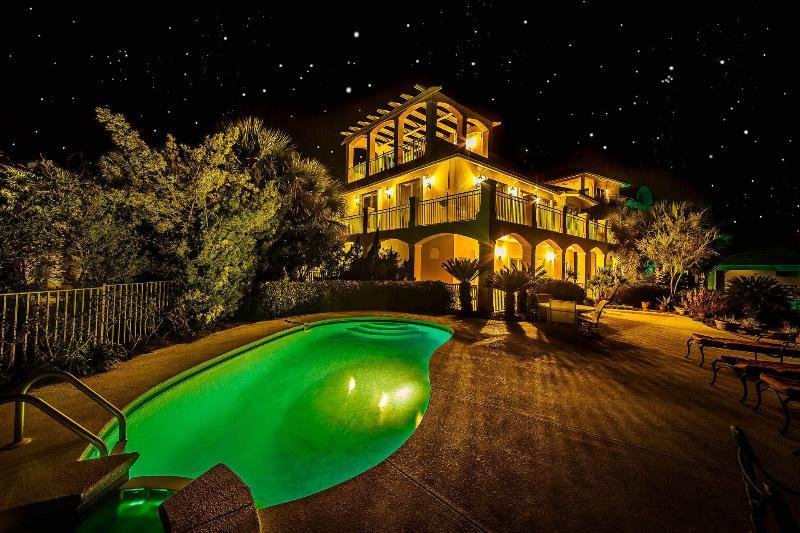 Bella Vita In March: Lake Front Home, Priv Pool/Hot Tub, Steps 2 Beach - Image 1 - Destin - rentals