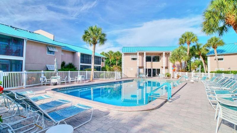 Condo Pool - Beautiful 2 Bedroom, 2 Bath Condo on Siesta Key - Siesta Key - rentals