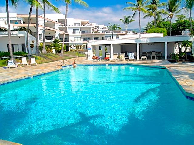 Oceanfront Resort Royal Sea Cliff. Central A/C - Image 1 - Kailua-Kona - rentals