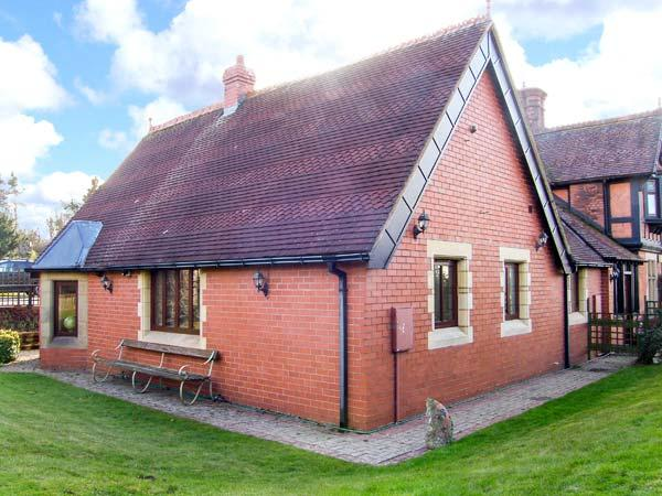 THE ANNEXE, romantic, country holiday cottage, with a garden in Craven Arms, Ref 5340 - Image 1 - Craven Arms - rentals