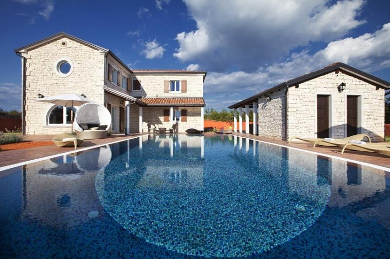 Luxury villa with pool, for rent, Cabrunici, Istria - Luxury villa with pool for rent in Istria - Svetvincenat - rentals