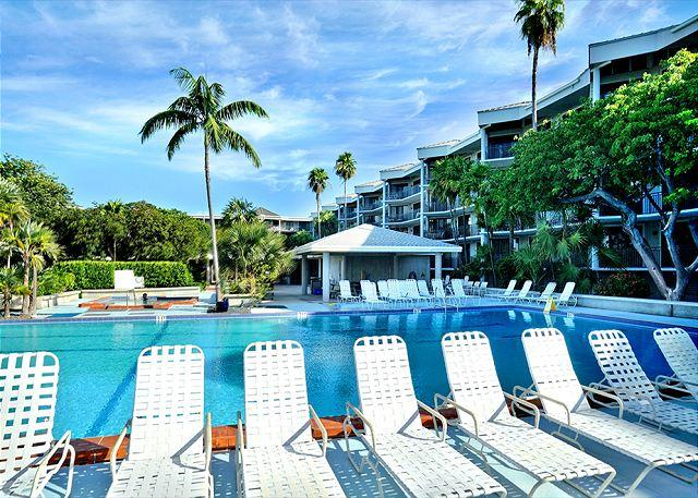 Pool & Spa with Outdoor Seating - Vista Fresco : Oceanside condominiums with resort-style amenities - Key West - rentals
