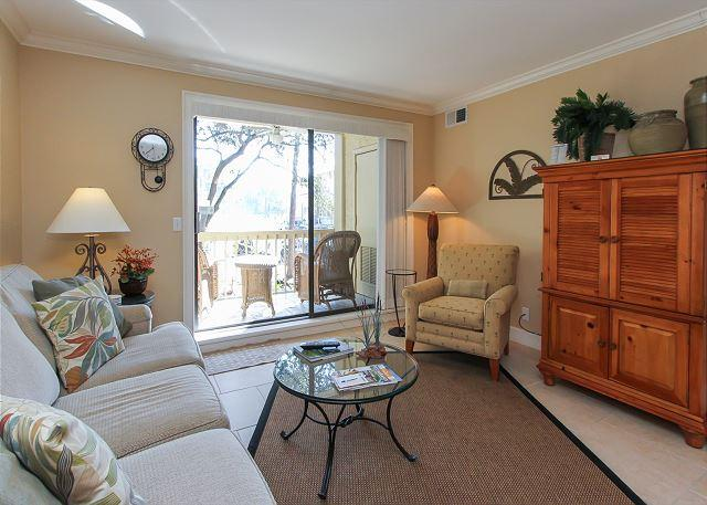 Living Area - 913 Cutter Court-Quick walk to the Marina for dining, shopping & activities. - Hilton Head - rentals