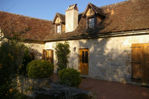 Character-filled country house in the Lot, Midi-Pyrenees, with garden, pool and fantastic terrace - Image 1 - Figeac - rentals