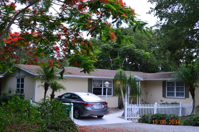 Coastal Cottage in Tropical Garden Paradise - Image 1 - Englewood - rentals