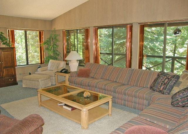 Main Floor Living Room - Spacious, Lodge-Style Retreat right off the  Blue Lake Springs Golf Course. - Arnold - rentals