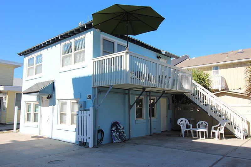 This Tybee Cottage is located on a dead end street so theres no traffic to cross on your way to the beach with is just steps away - #2-B 2nd Terrace - Just Steps to the Beach - FREE Wi-Fi - Tybee Island - rentals
