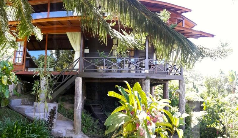 Mountain Lakeside Villa. Amazing views. Daily maid - Image 1 - Candi Kuning - rentals