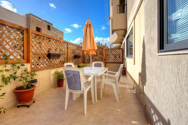 Private outside terrace with BBQ, dining table, deckchairs and pallet sofa - Maisonette: 5 min to Centre and Beach - Marsascala - rentals