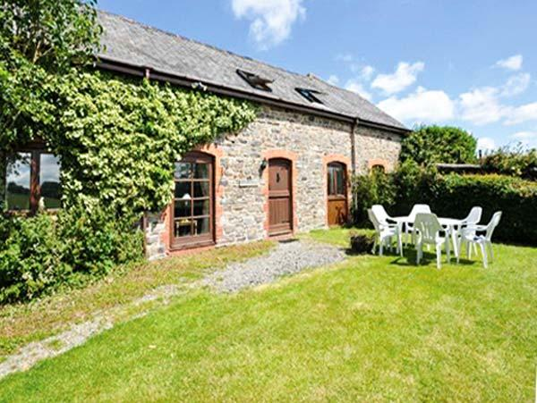 THE HAWTHORNS, en-suite facilities, woodburner, games room and children's play area, pet-friendly cottage near North Molton, Ref. 916093 - Image 1 - North Molton - rentals