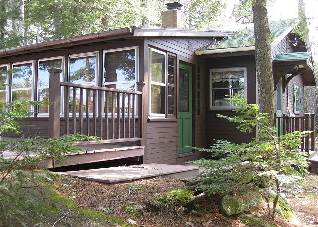 Ext of house - Cozy Waterfront Cottage on Lake Winn (CAS89W) - Moultonborough - rentals