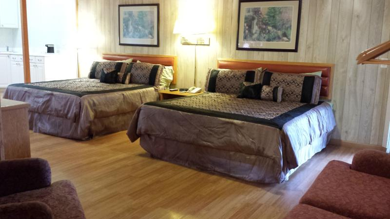Deluxe Family Suite (room 15) - Image 1 - Fort Bragg - rentals