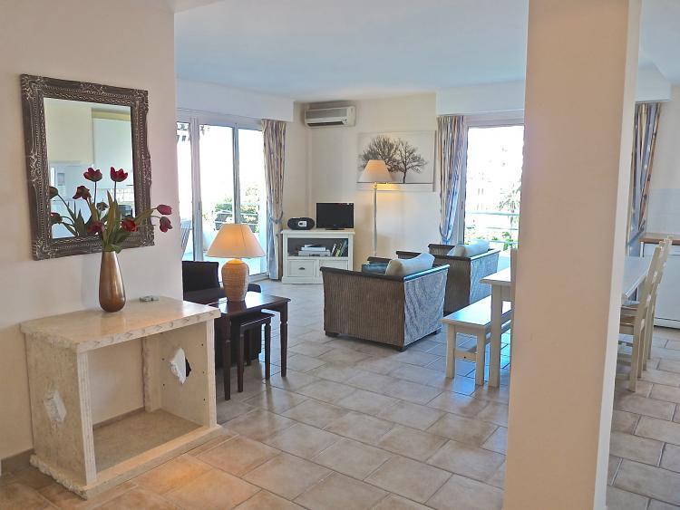 Capri II- Huge 2 Bedroom Condo, Near the Beach - Image 1 - Cannes - rentals
