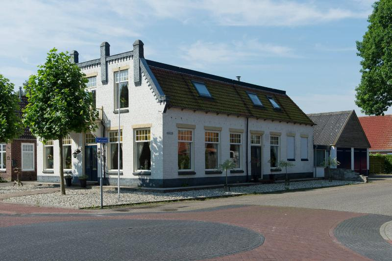 Our lovely renovated old pub with apartment for 4 persons - Modern Apartment in a characteristic former cafe - Frederiksoord - rentals
