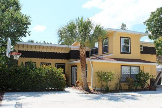 Sunny Tropical Vacation Home on Delmar - Sun Kissed Villa with Fabulous Pool and HD TV has it all! -  Sun Kissed Villa - Fort Myers Beach - rentals