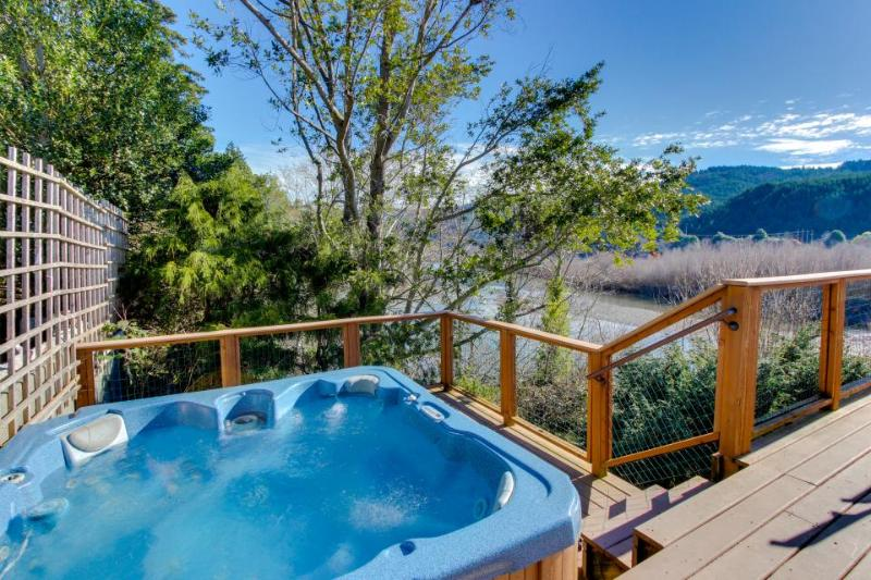 Spacious dog-friendly home on the Rogue River w/private hot tub & glorious views - Image 1 - Gold Beach - rentals