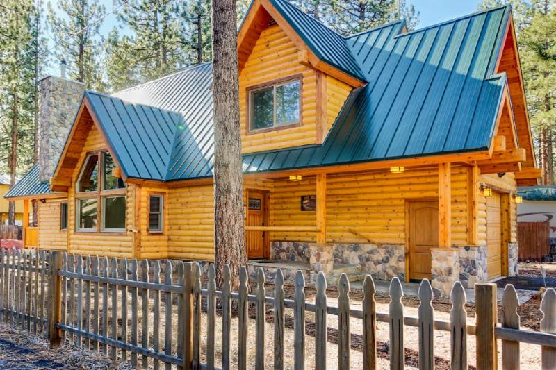 Spacious, dog-friendly lodge w/ private hot tub, loft, super close to ski! - Image 1 - South Lake Tahoe - rentals