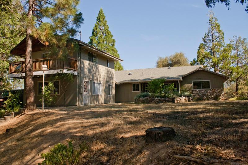 Lazy Bear Lodge & Lil Bear Yosemite and Bass Lake! - Image 1 - Oakhurst - rentals