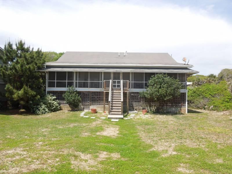 Oceanfront Exterior - A Summer Place - Folly Beach, SC - 5 Beds BATHS: 3 Full - Folly Beach - rentals
