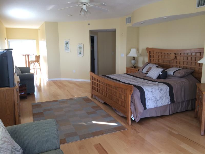 Master Bedroom with sitting area - 3 bedroom Penthouse- Winter Availability! - New Smyrna Beach - rentals