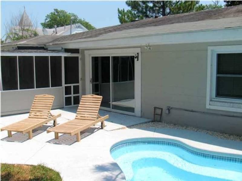 Exterior & Pool - Cottage Off Center - Folly Beach, SC - 3 Beds - 1 Baths - Blue Mountain Beach - rentals