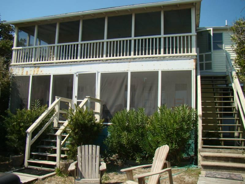 Exterior Facing Ocean - Drip Dry - Up - Folly Beach, SC - 2 Beds BATHS: 1 Full - Folly Beach - rentals