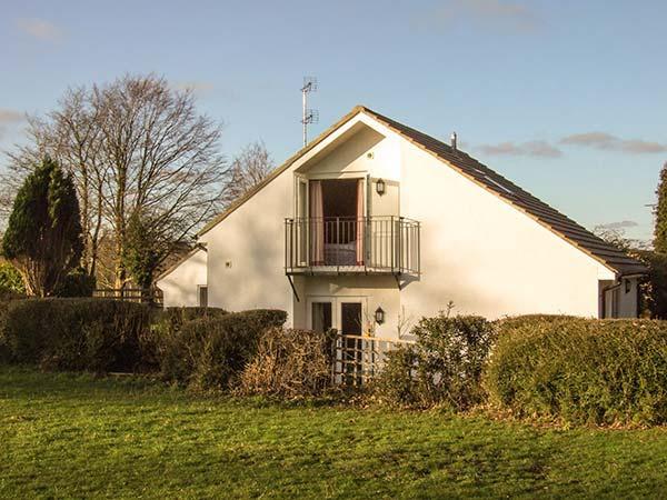 HILLCREST, semi-detached, en-suite, WiFi, off road parking, garden, in Gloucester, Ref 917641 - Image 1 - Cranham - rentals