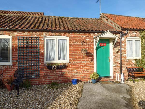 RING-O-BELLS COTTAGE, all ground floor, off road parking, front gravelled area, in Burgh le Marsh, Ref 921013 - Image 1 - Burgh le Marsh - rentals