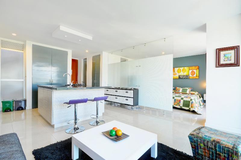 Typical Blux suite - 1bed/2ba Pool, Views, Park, WALK Everywhere - Medellin - rentals