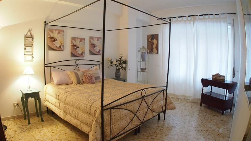 At 1 stop from Vatican up to 10 people, 4 bedrooms - Image 1 - Rome - rentals
