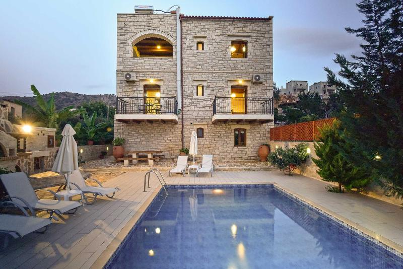 the swimming pool - Luxurious Full eqquipped villa - Rethymnon - rentals