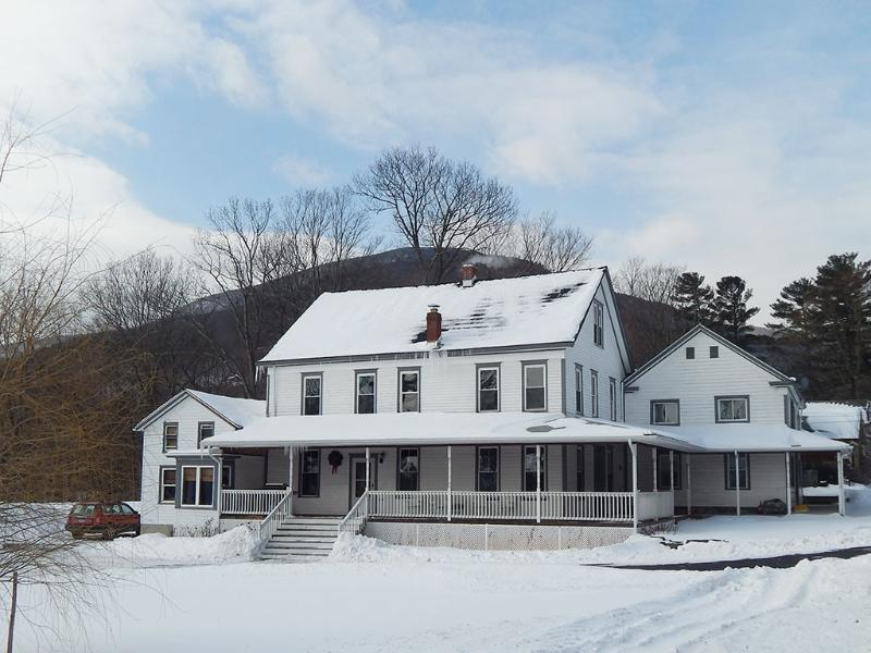 House in Winter - The Arlington - Civil War Era House - Palenville - rentals