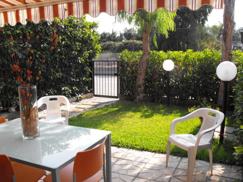 giardino della casa - HOUSE WITH POOL IN RESIDENCE A 200 MT FROM sea!!! - Mascali - rentals