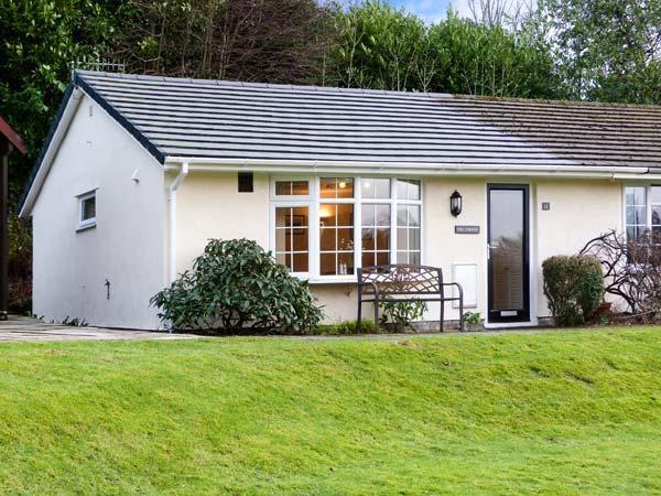 OWLSMOOR, semi-detached, lake views, all ground floor, WiFi, parking and garden, in Windermere, Ref 915690 - Image 1 - Troutbeck Bridge - rentals