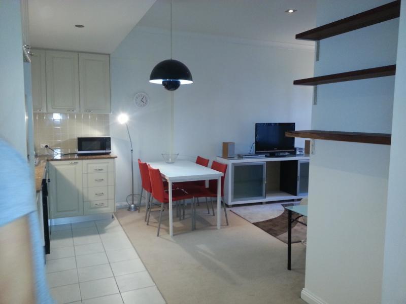 Living Area - 1 Bdrm Aptmnt  5 min walk to Circular Quay bp - Sydney - rentals