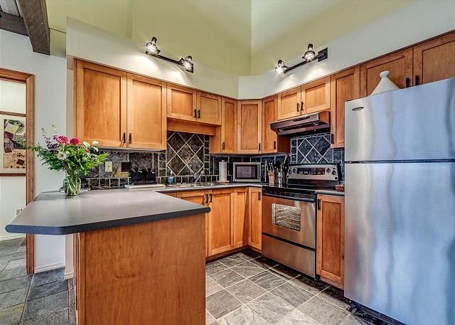 Kitchen - Acer Vacations | Family Friendly 2 Bedroom & Loft in Greystone Lodge Whistler - Whistler - rentals