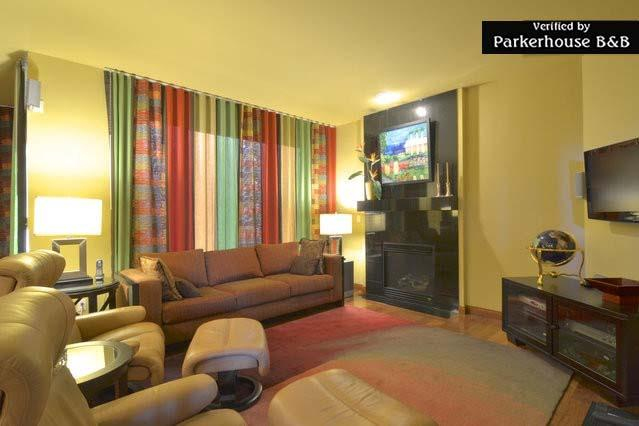 Cozy family room area - Parkerhouse. Modern B&B-Luxury on a Budget #3 - Seattle - rentals
